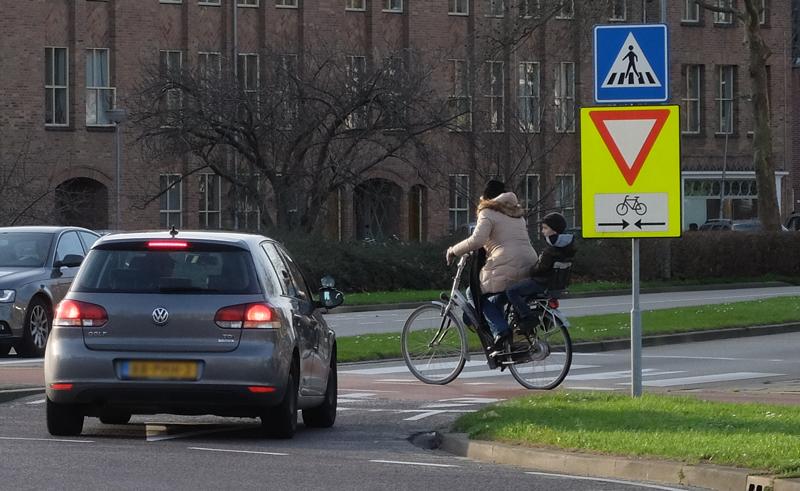 Achtung! Zweirichtungsradweg | Radfahrerzone.de
