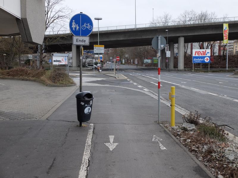 Ende des Zweirichtungsradweges an der Nürnberger Straße | Radfahrerzone.de
